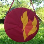 Trommeltasche rot mit Flammen orange und gelb, mit Sonnen-Quilting