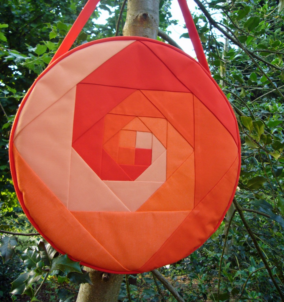 Trommeltasche mit Spiralen in orange, pink und rot (08)