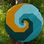 Trommeltasche mit Patchwork-Spiralen tuerkis, gruen und gelb