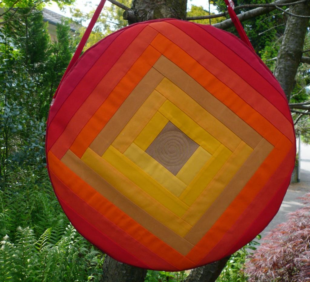 Trommeltasche mit Streifen rot und gelb, mit Quiltspirale