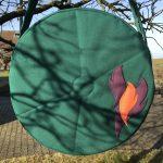 Trommeltasche tannengrün mit Flammen in violett und orange (3395)