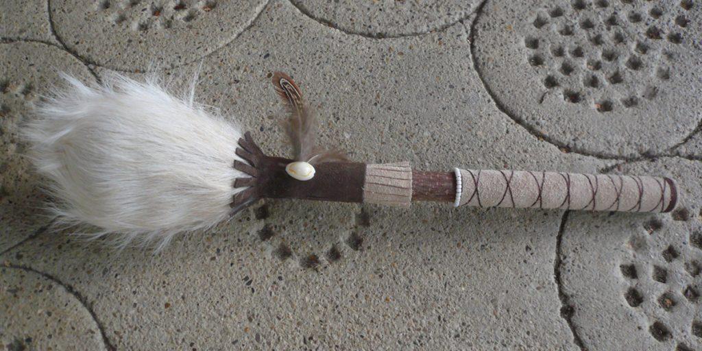 Schamanenrassel-aus-weisser-Ziege-02