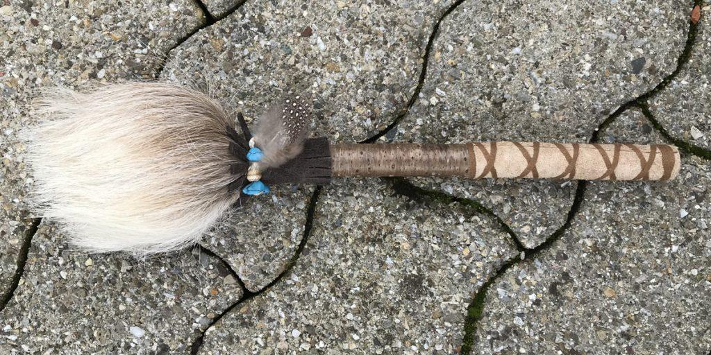 Schamanische-Rassel-aus-beiger-Ziege-059.
