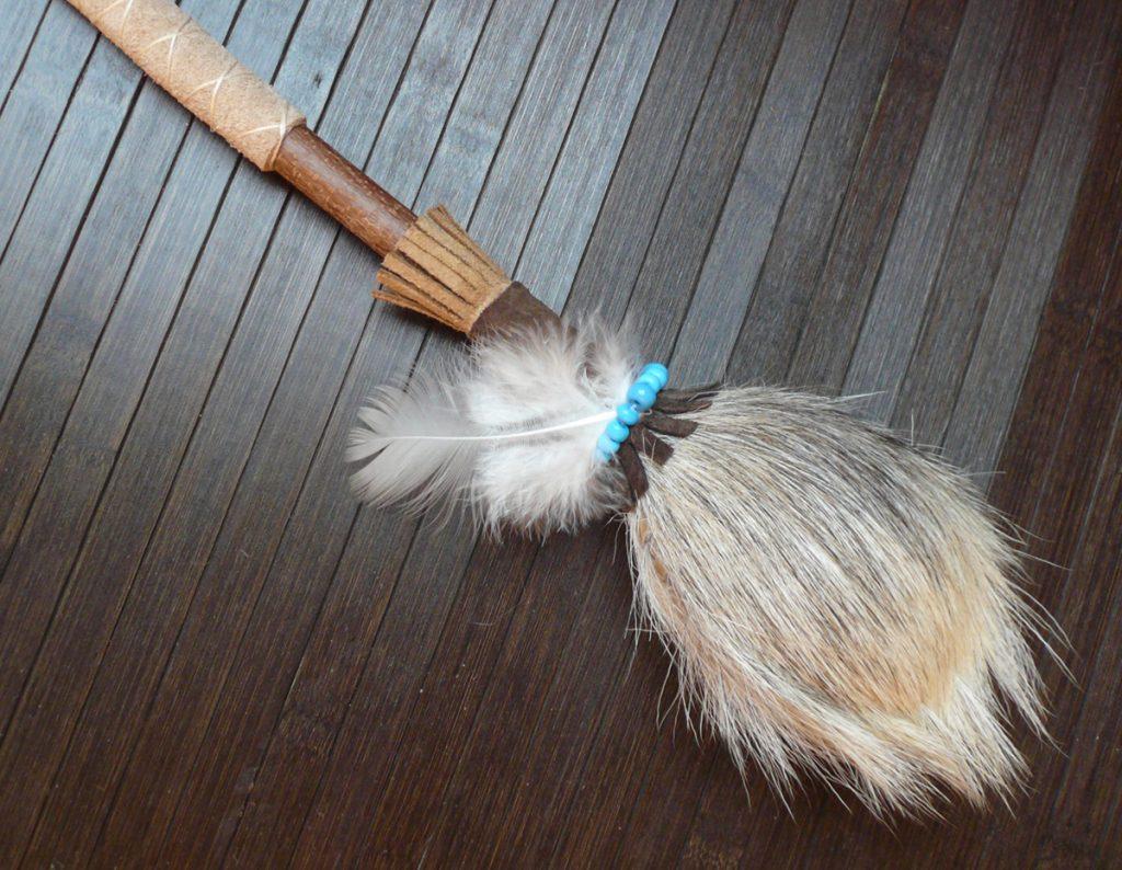 Schamanenrassel-aus-Ziege-beige-12.