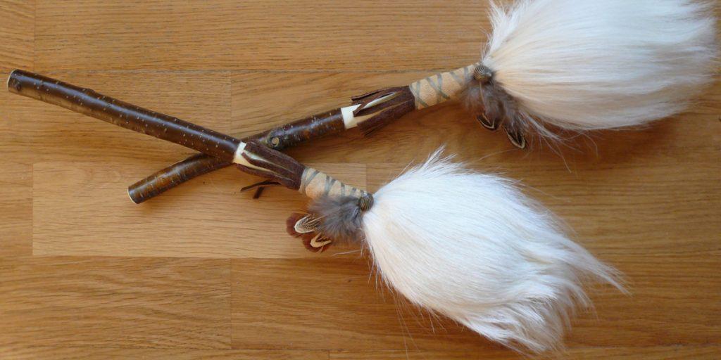 Schamanenrassel-Paar-aus-weisser-Ziege-08